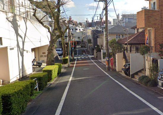 アオバジャパン・インターナショナルスクールの道路付近