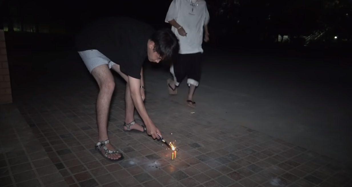 コムドットが花火禁止の公園で花火をした