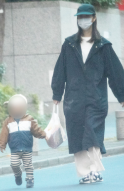 佐々木希の息子と散歩